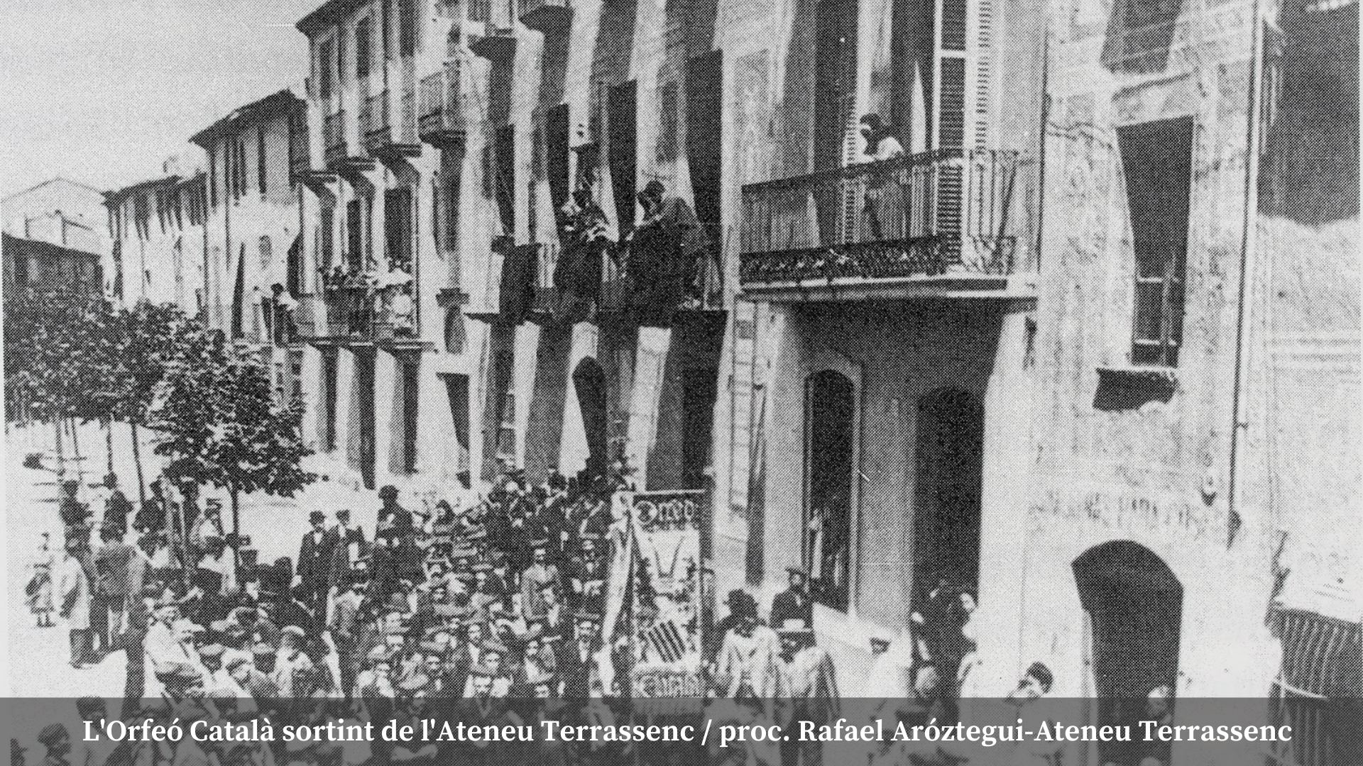 L'Orfeó Català sortint de l'Ateneu Terrassenc / proc. Rafael Aróztegui-Ateneu Terrassenc